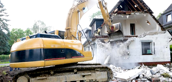 Need a House Demolition Contractor in Los Angeles? Call Deconstruction!